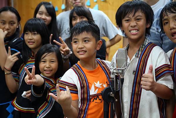 唱歌時嶄露的自信,是孩子最美的樣子。