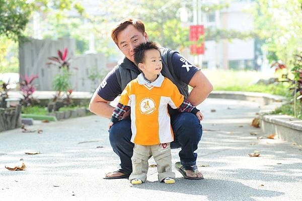 P12-13-主圖:閔閔與爸爸感情好,時刻陪伴彼此。.JPG