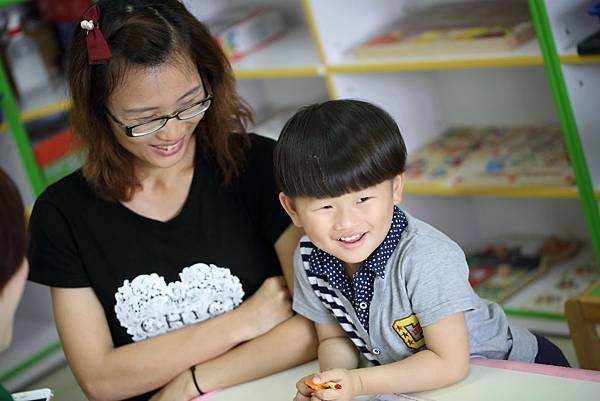 看著孩子一天天的進步,家長臉上滿足的笑容印證了神的愛彰顯於其中