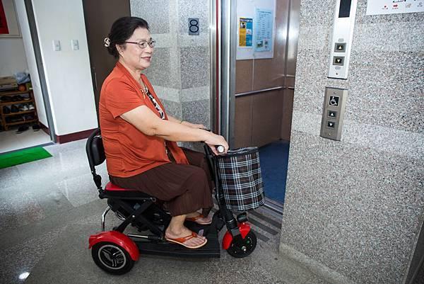 有了電梯,電動車方便進出和上下樓。