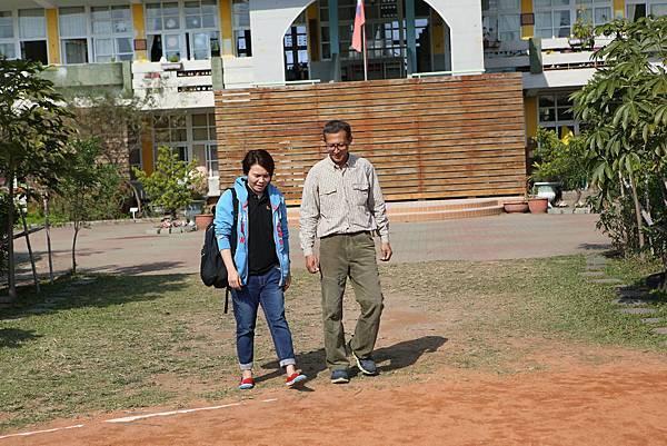 圖說:左方為象圈計畫中區經理人─呂麗娟小姐,十分有熱忱的她,秉持著「找對的人,做對的事」替象圈工程計畫找尋合適的社區負責人