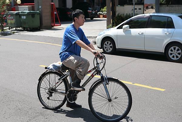 圖說:郭致豪每天騎著腳踏車上下班,一趟大約花費40分鐘