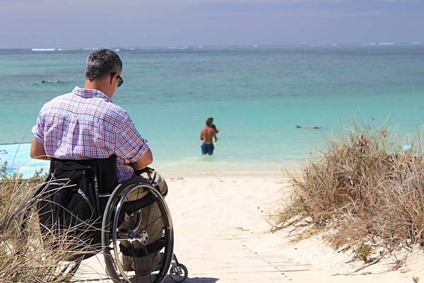 圖說:是環境造成的「障礙」,使身障者感受到自身的不方便,許多活動都無法參與。