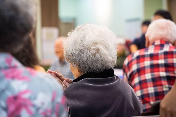 圖說:老人家與年輕人刺激與互動,生活跟著年輕起來。