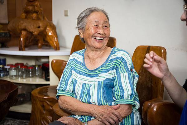 (圖說:住在山區部落的奶奶有著爽朗性格,笑容是她的金字招牌。)