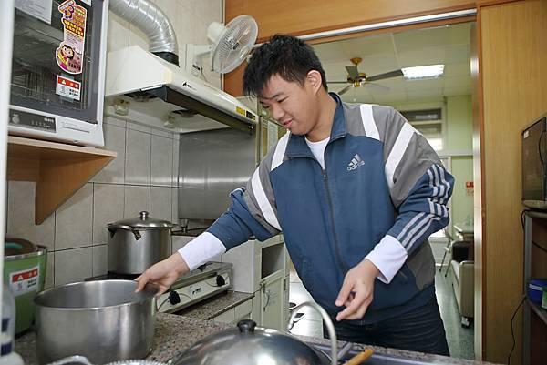 (圖說:健彬目前就讀高職餐飲科系。)