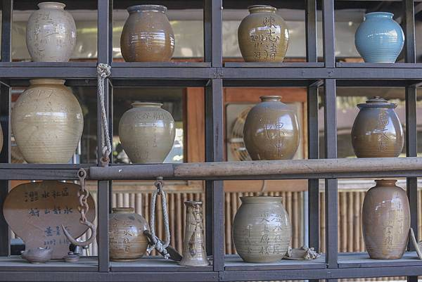 10圖說:白仙土燒出質地厚重的陶藝品