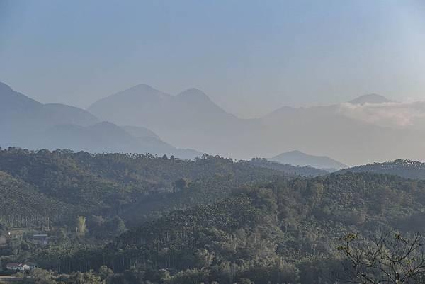 15圖說:浮雲後方的水社大山