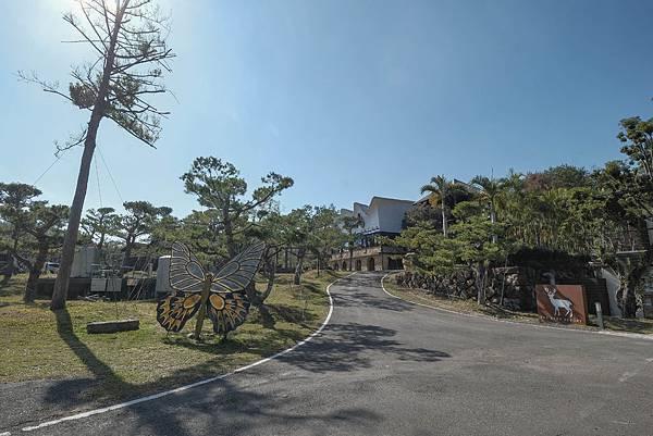 4圖說:災後重建,道路拓寬,遊覽車開得進村,促進觀光