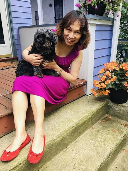 2圖說:周鑫泉老師與狗狗Gaga合影,女兒愛璦掌鏡。