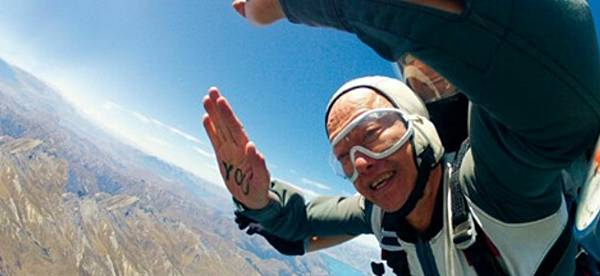 葉金川高空跳傘