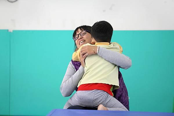 1圖說:浩浩與媽媽。