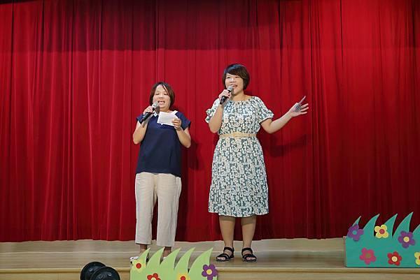 9圖說:黃玉瑩(左)與周俸存(右)陪伴慢飛天使成長。