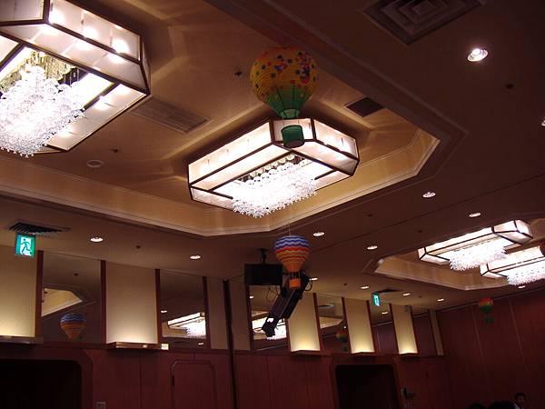 202 餐廳的屋頂, 有可愛的熱氣球.JPG