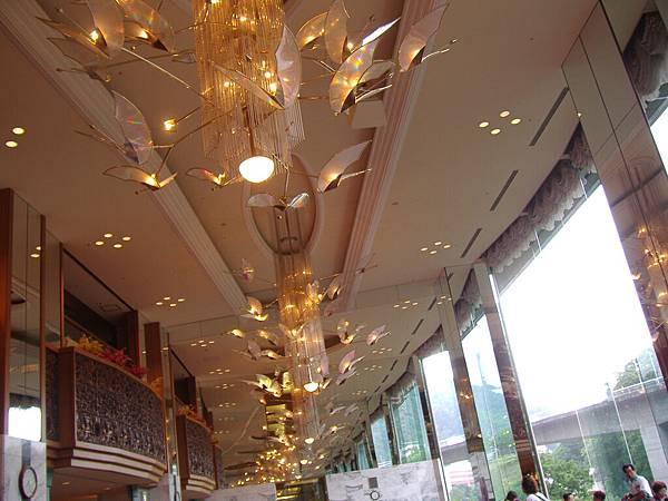 301 餐廳另一邊的屋頂, 真的很華麗.JPG