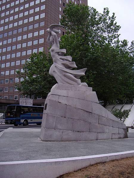 302 大通公園旁的雕像.JPG