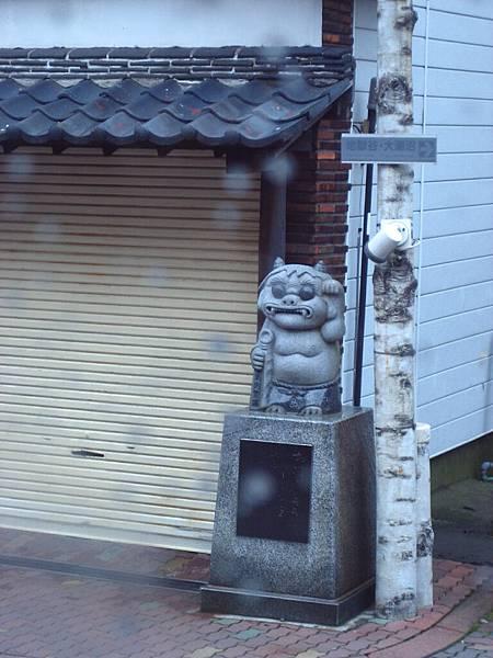 405 路旁的鬼雕像.JPG