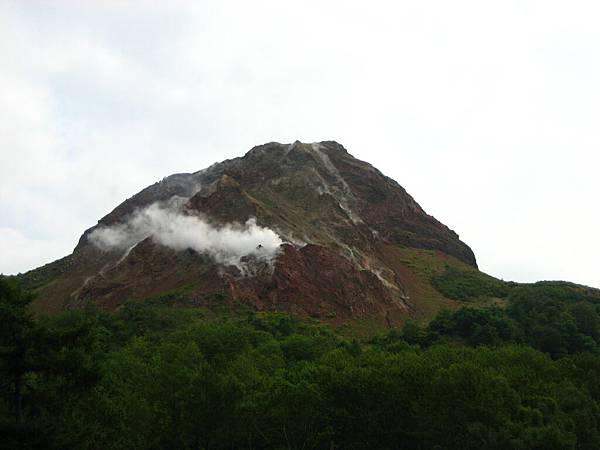 406 幾年前新噴發形成的昭和新山.JPG