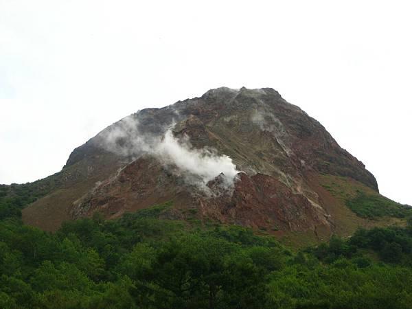 407 昭和新山上一直有烟冒出來.JPG