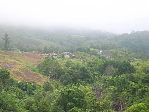 411 倒掉的房子原來好像是糖果工廠, 也被火山毀了, 日本人將原址保留.JPG