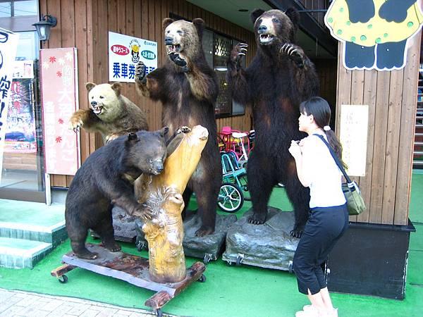 433 一次四隻熊, 被嚇到了.JPG