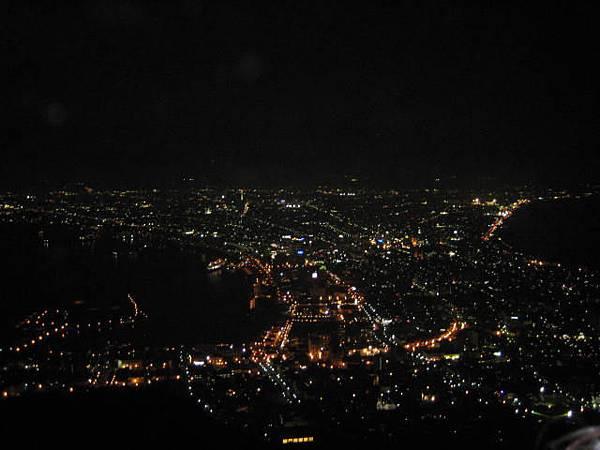 444 運氣很好, 沒什麼霧, 可以看到傳說中很棒的世界三大夜景之一.JPG