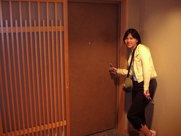 449 房間門, 門旁的木條裝飾很可愛.JPG