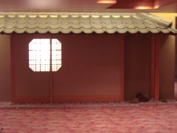 460 一出電梯就看到的可愛房間.JPG