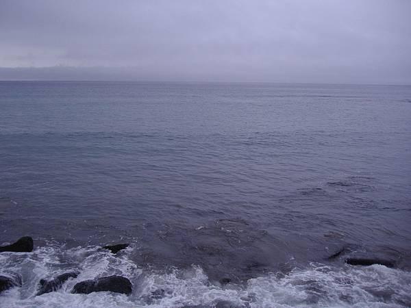 504 飯店後面直接對著津輕海峽, 可惜我們昨晚的房間是面路的那一邊.JPG