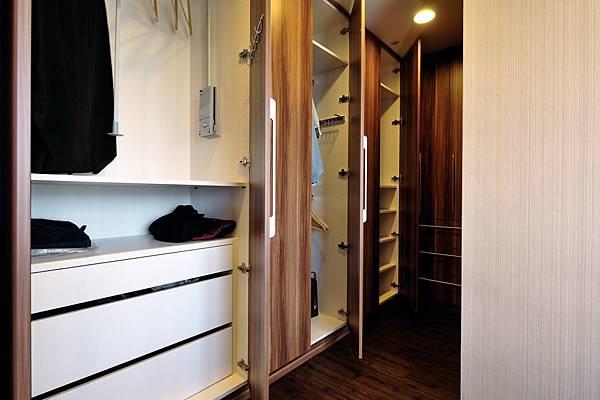 ed HOUSE機能櫥櫃-衣櫃配件1.JPG