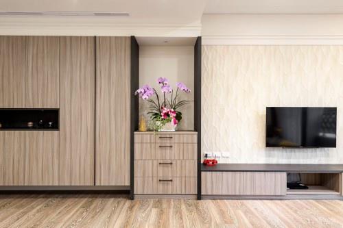 edHOUSE 機能櫥櫃 輕裝修 輕裝修設計 系統櫃 系統板材 裝潢設計 系統家具 客製化 收納 客廳  系統櫃設計