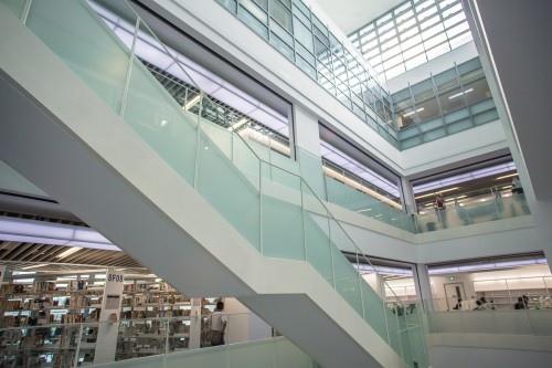 edHOUSE 機能櫥櫃 輕裝修 輕裝修設計 系統櫃 系統板材 裝潢設計 系統家具 客製化 收納 新北市立圖書總館 建築美學 科技化 建築設計 科技化 智慧設計 樓梯設計 數位化 室內設計