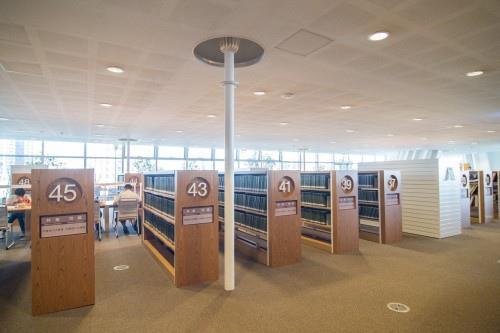 edHOUSE 機能櫥櫃 輕裝修 輕裝修設計 系統櫃 系統板材 裝潢設計 系統家具 客製化 收納 高雄市立圖書館總館 綠建築圖書館 建築設計 科技化 智慧設計 書櫃 書櫃設計 建築美學 室內設計