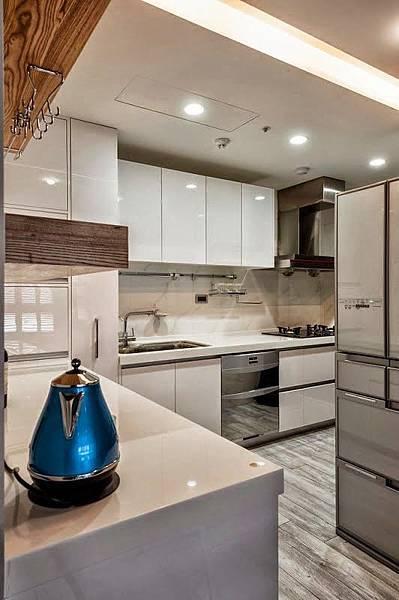 edHOUSE 機能櫥櫃 輕裝修 系統櫃 系統板材 裝潢設計 系統家具 客製化 廚房 餐廚房 餐具櫃 餐桌 收納 輕裝修設計