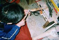 作工大量使用刨刀,銼刀,砂紙.jpg