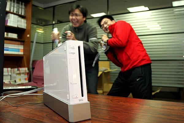 玩Wii的人...