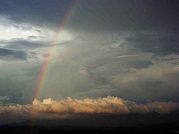 以下彩虹照片有調過色