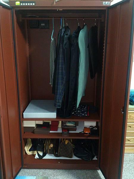 防潮箱衣櫃