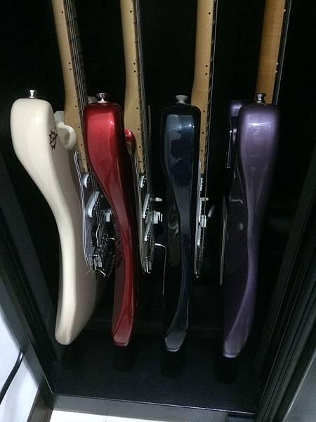 電吉他放在防潮櫃