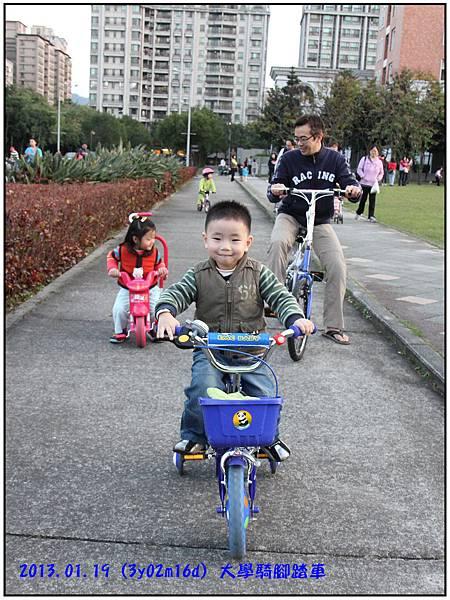 騎腳踏車02