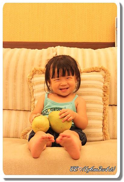EE抱柚子-3.jpg