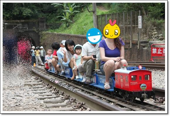 木然坐小火車.jpg