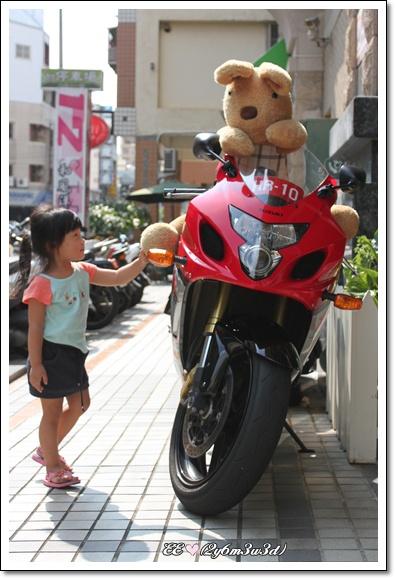 大兔騎摩托車去了.jpg