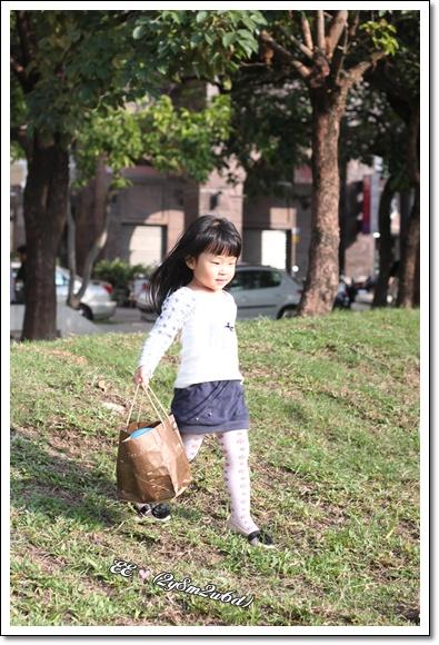 開心地急著帶ball下去玩.jpg