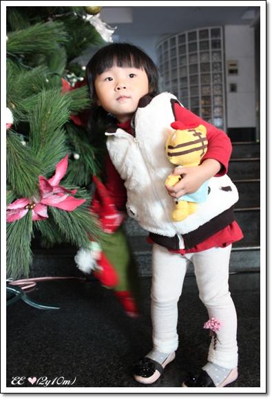 拿耶誕襪裡的糖果.jpg