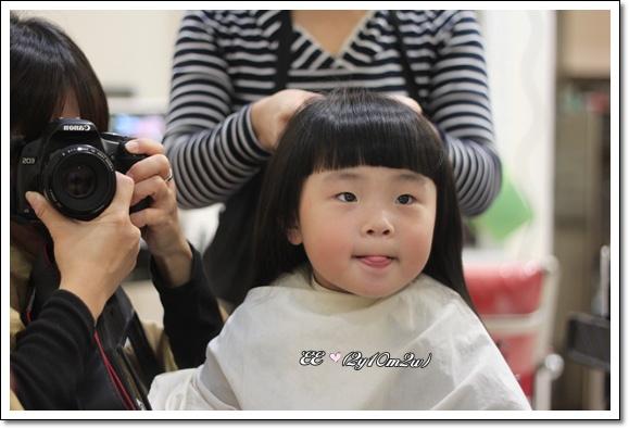 EE第一次讓馬迷帶去剪髮.jpg