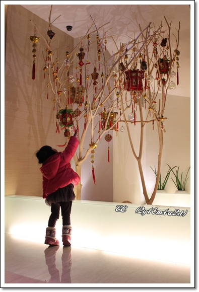 EE與漢華年味樹.jpg