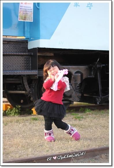 EE火車前擺pose.jpg
