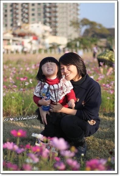 母女與花合照.jpg