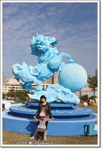 母女與藍龍.jpg
